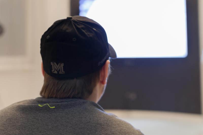 Сергей Шумаков, форвард ХК Сибирь в бейсболке MASSKOTT с персональной вышивкой фамилии и номера игрока