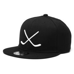 Чёрно-белая хоккейная кепка с прямым козырьком снэпбэк MASSKOTT