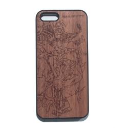 Деревянный чехол на iPhone с гравировкой драки хоккейных маскотов