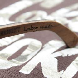 """Дужка деревянных очков MASSKOTT & WOODSUN """"Визор"""" крупным планом: hockey inside!"""