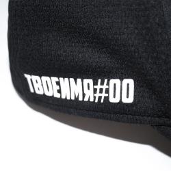 Фамилия и номер на кепке