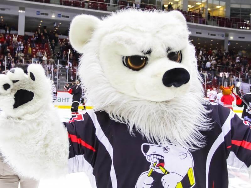 Белый медведь маскот ХК Трактор